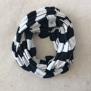Lululemon Athletica infinity scarf